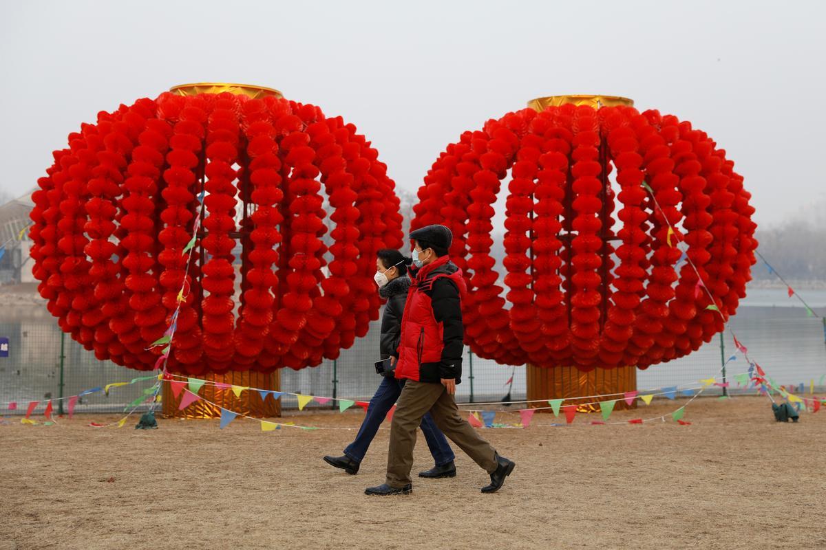 China's new coronavirus cases drop, but world still on alert