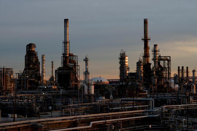 FILE PHOTO: Sun sets on the Philadelphia Energy Solutions plant refinery in Philadelphia, Pennsylvania, U.S., January 9, 2020. REUTERS/Mark Makela/File Photo