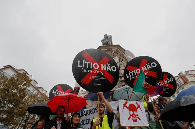 Demonstrators protest against lithium mines in downtown Lisbon, Portugal September 21, 2019. The placards read ''Lithium Not''.  REUTERS/Rafael Marchante
