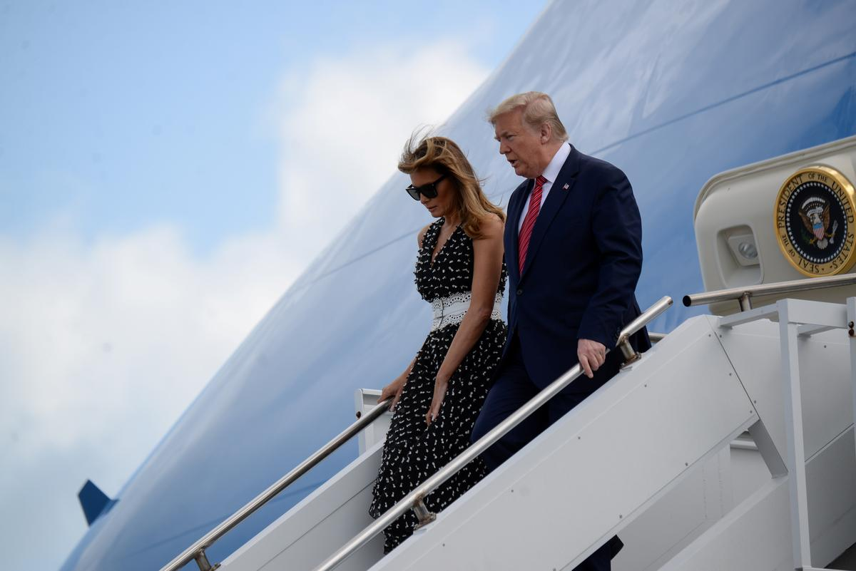 Trump makes flashy entrance with limousine ride at Daytona 500