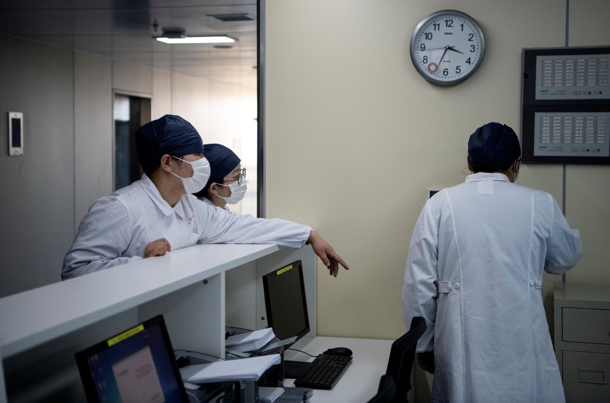 Chinese doctors 'using plasma therapy' on coronavirus patients