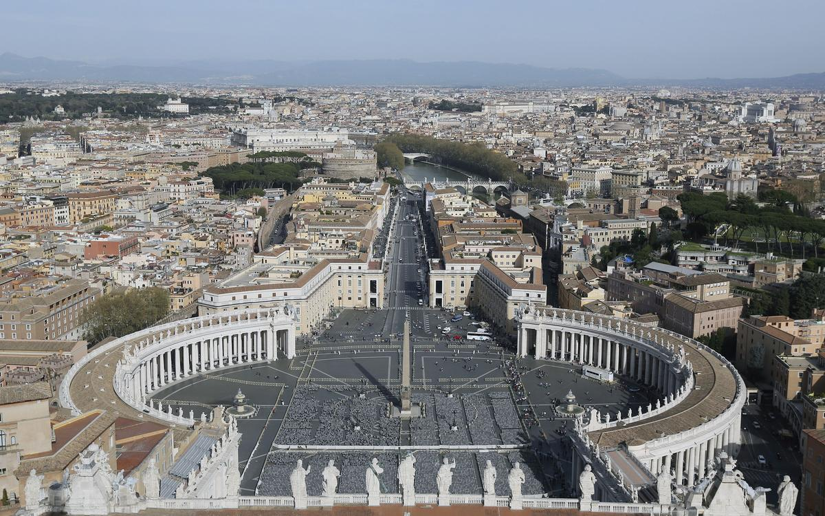 Vatican police make new raid in investigation of London property deal