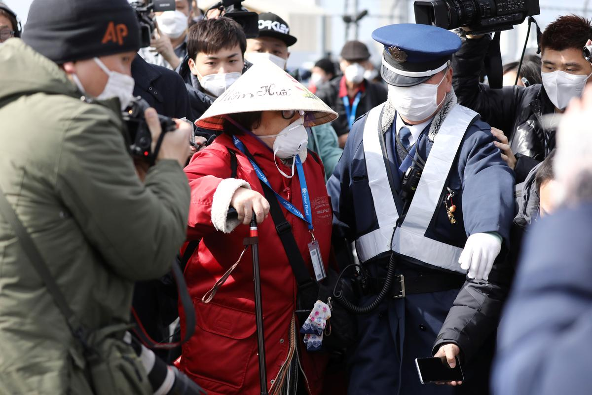 Virus-hit cruise liner passengers start disembarking in Japan after controversial quarantine