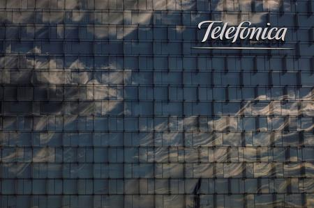 UPDATE 2-Shares in Spain's Telefonica dive after 2019 net profit disappoints