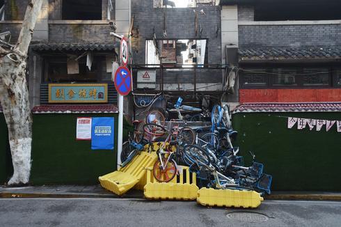 China's neighborhoods sealed off from coronavirus