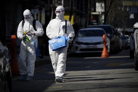 Coronavirus threatens global economy as experts warn no country will be spared