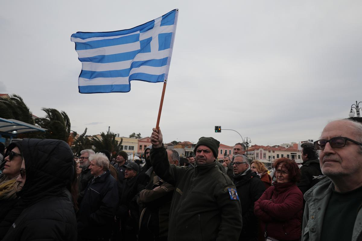 Greek islanders strike over new migrant camps, government says no alternative