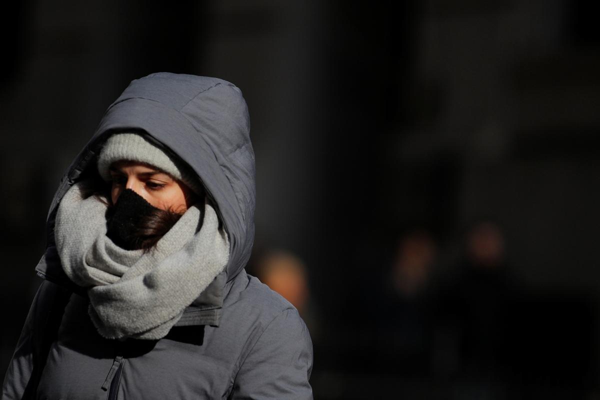 New York scrambles to replace U.S. government's faulty coronavirus test kits