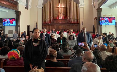 Churchgoers turn backs on Bloomberg as he speaks about racial inequality