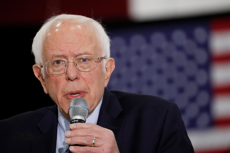 Sur la piste: Biden lance le plus grand blitz publicitaire de sa campagne, Sanders attaque au milieu d'un avertissement de bain de sang