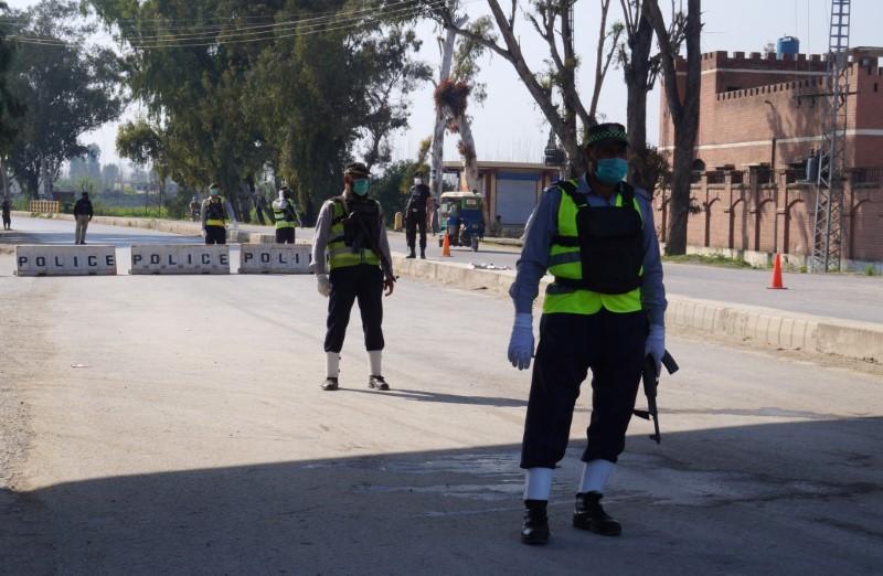 Pakistan's first coronavirus death exposes nation's vulnerability