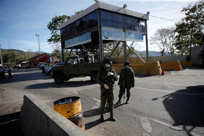 As coronavirus hits Venezuela, Maduro further quashes dissent