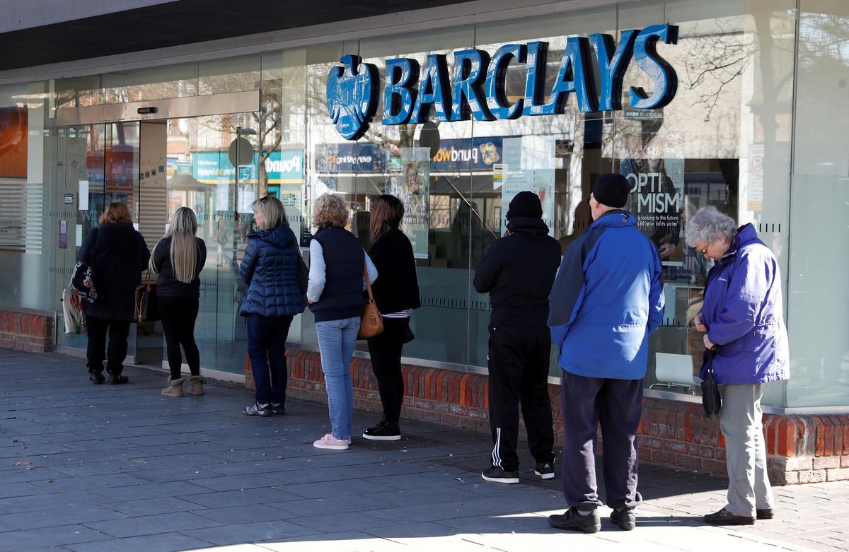 UK banks halt dividends as coronavirus slowdown looms