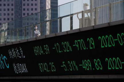 Stocks under pressure after biggest quarterly drop since 2008