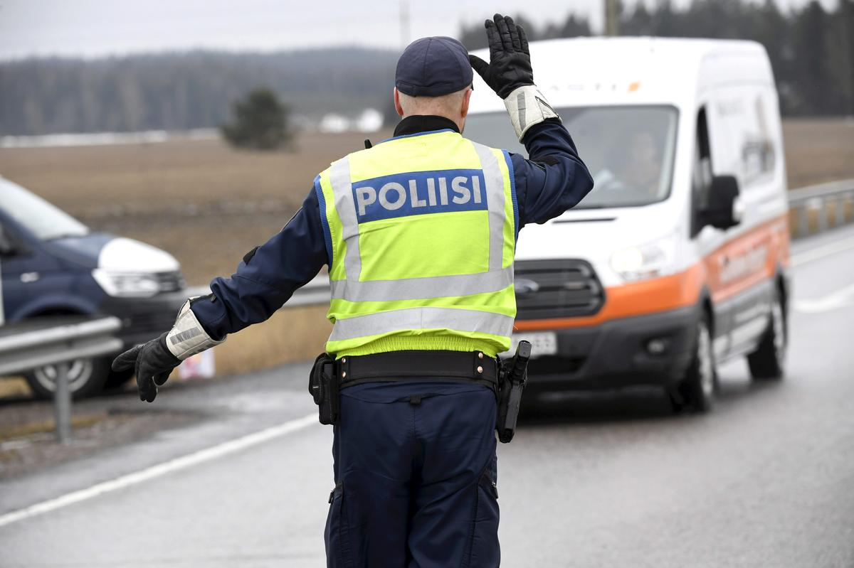 Photo of Finland extends border controls until May 13 | Reuters