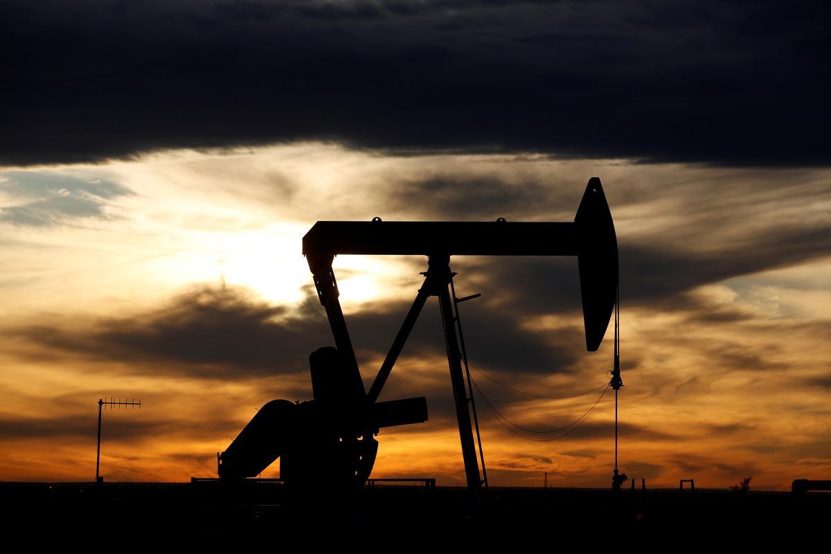 Saudi, Russia to lead oil output talks as U.S. resists cut