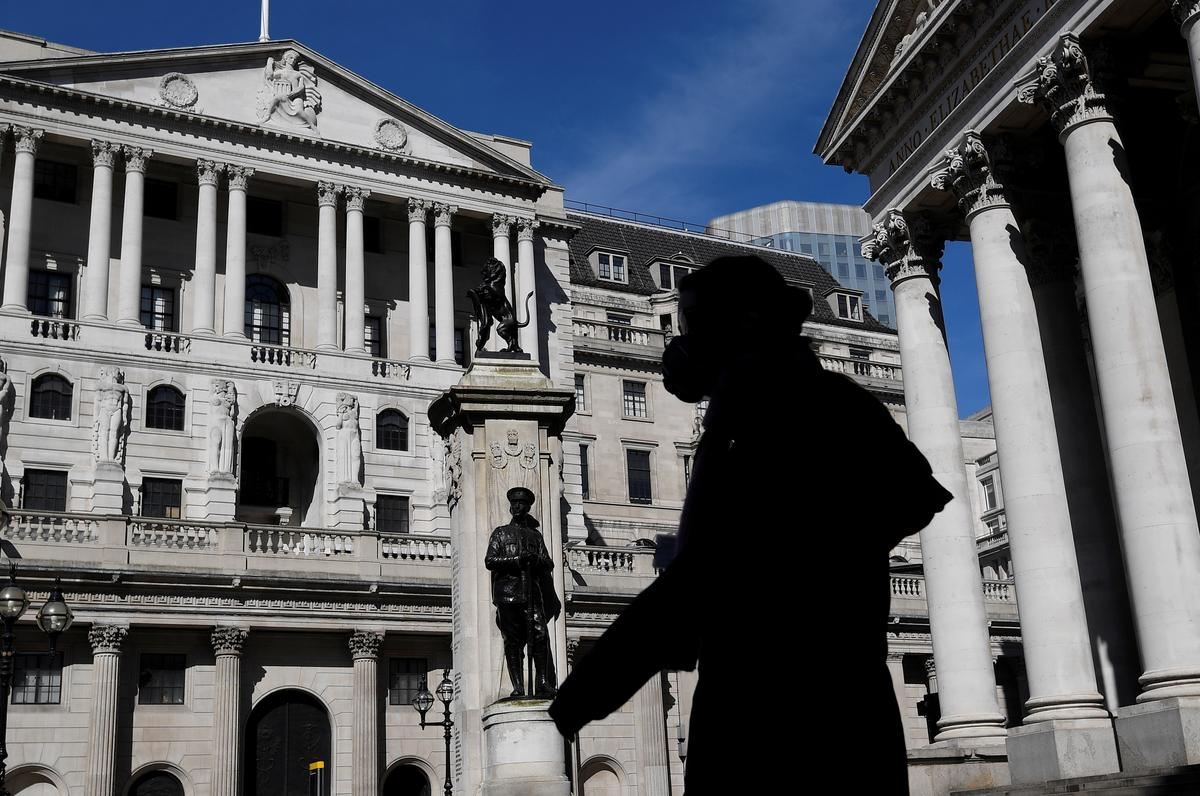 Bank of England steps up lending to large companies
