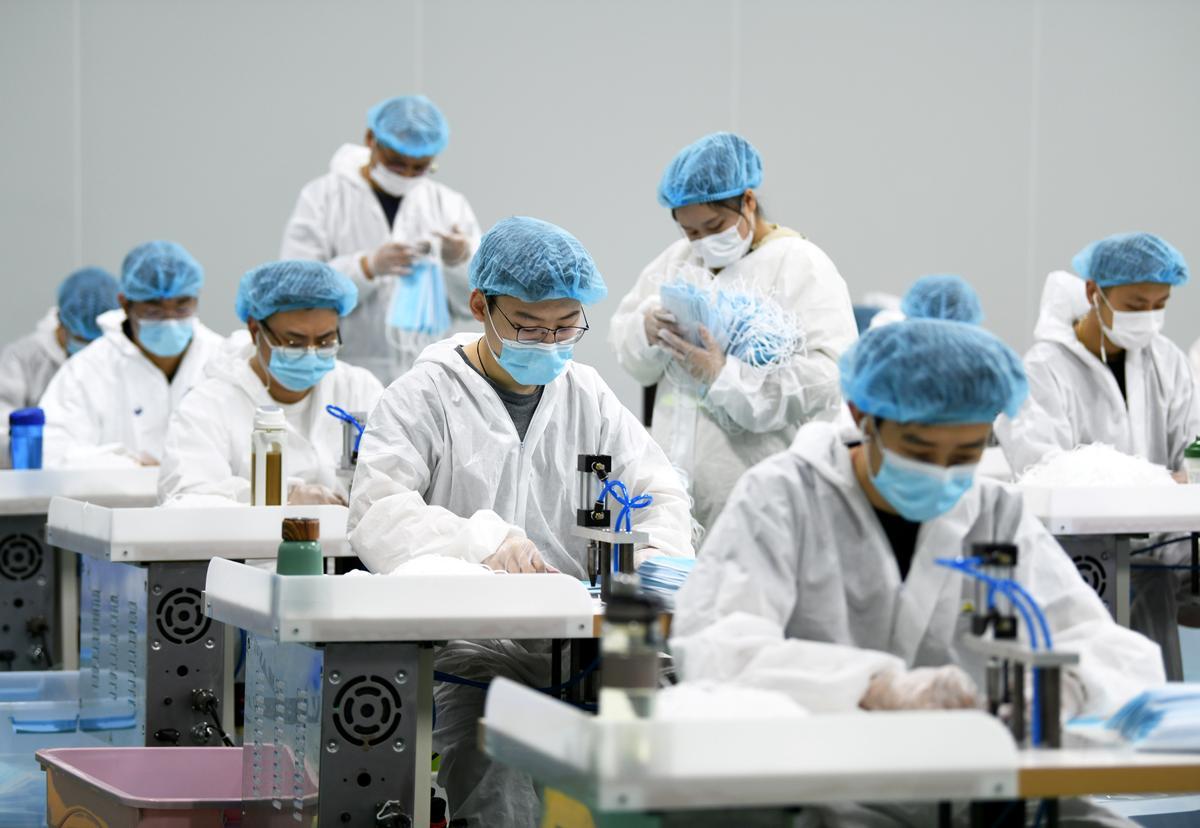 China says new coronavirus cases lower, tightens land border containment