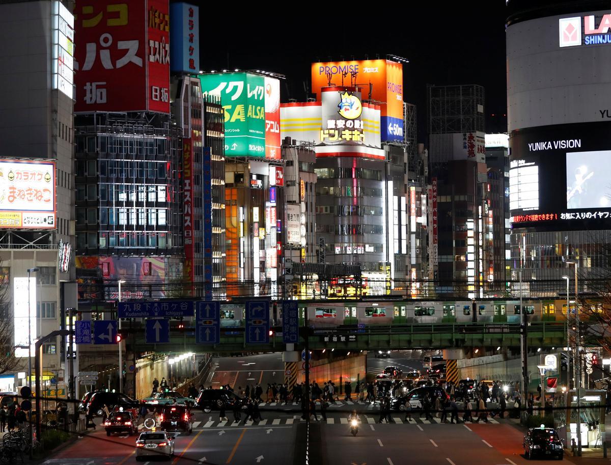 Tokyo seeks shop shutdowns, Kyoto warns tourists away as coronavirus threatens Japan economy