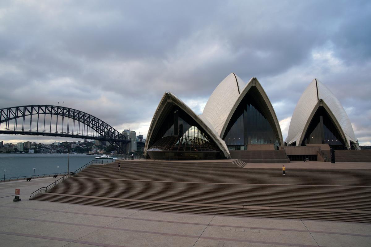 Helicopters, fines in Australia's Easter travel crackdown against coronavirus
