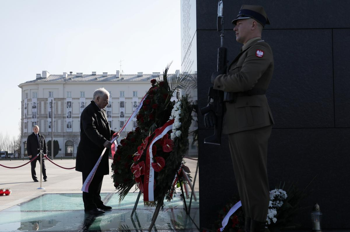 Poland critical of Russia 10 years after Smolensk air crash