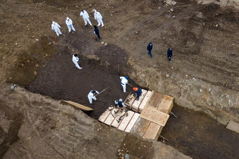 New York City officials have hired contract laborers to bury the dead in its potter's field on Hart Island as the city's daily death rate from the coronavirus epidemic has reached grim new records. REUTERS/Lucas Jackson
