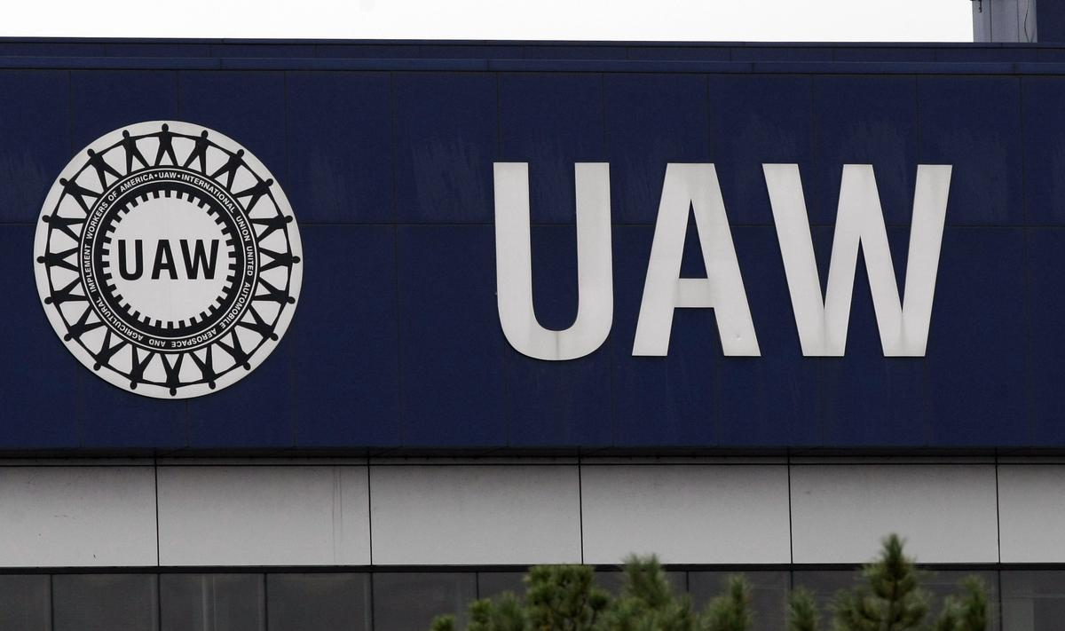 UAW, Detroit automakers in talks over safety rules to reopen U.S. plants
