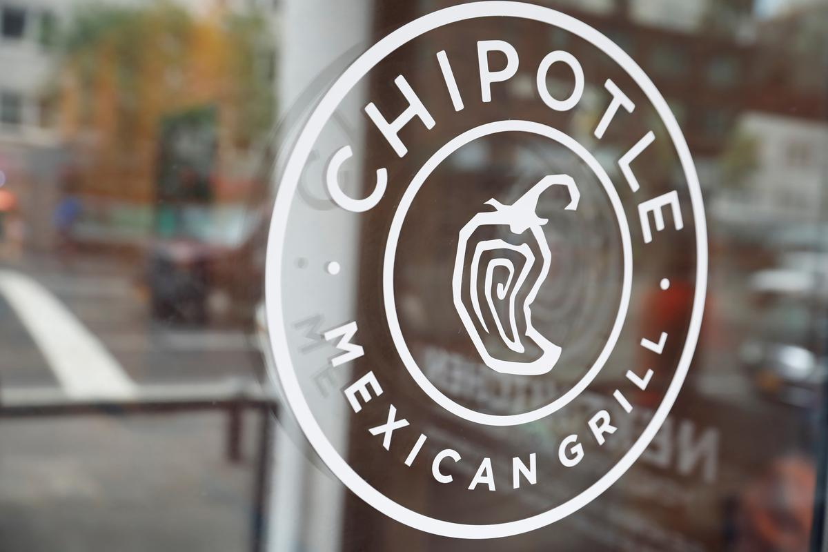 Chipotle March same-store sales drop even as delivery orders surge