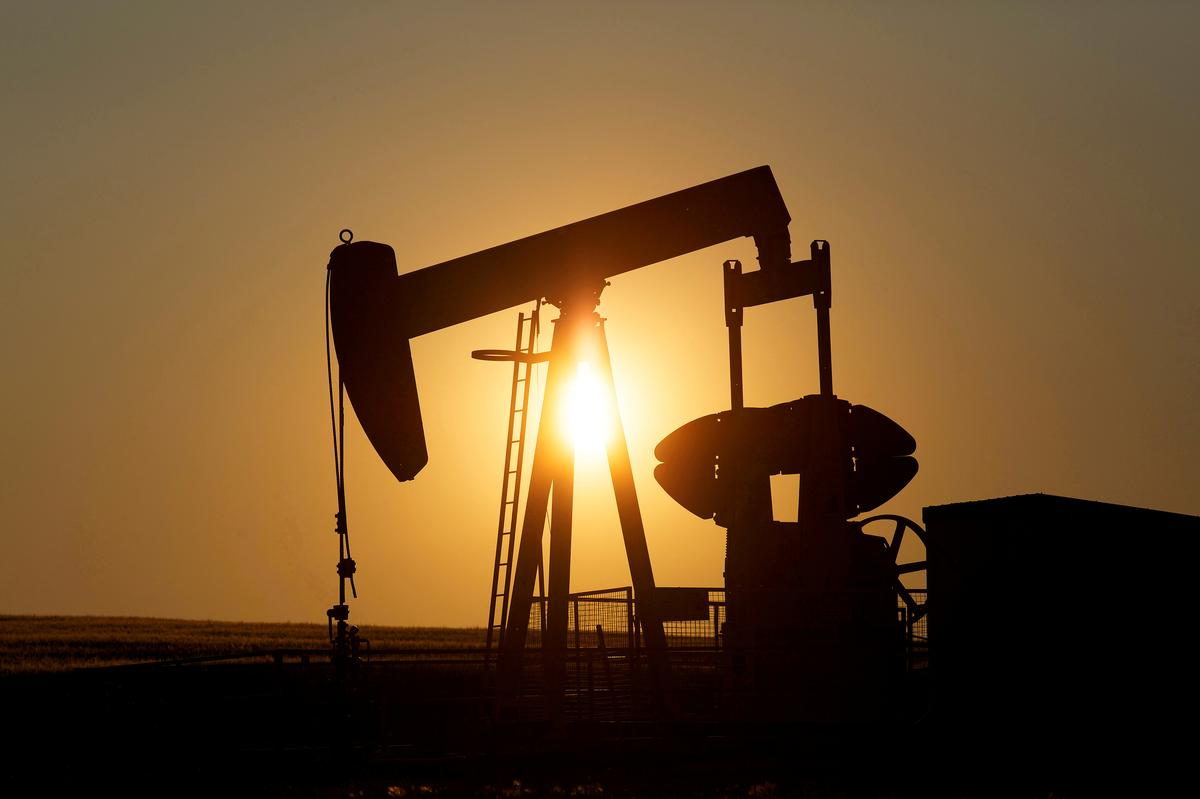 Oil prices tumble on demand collapse, Brent at 1999 lows