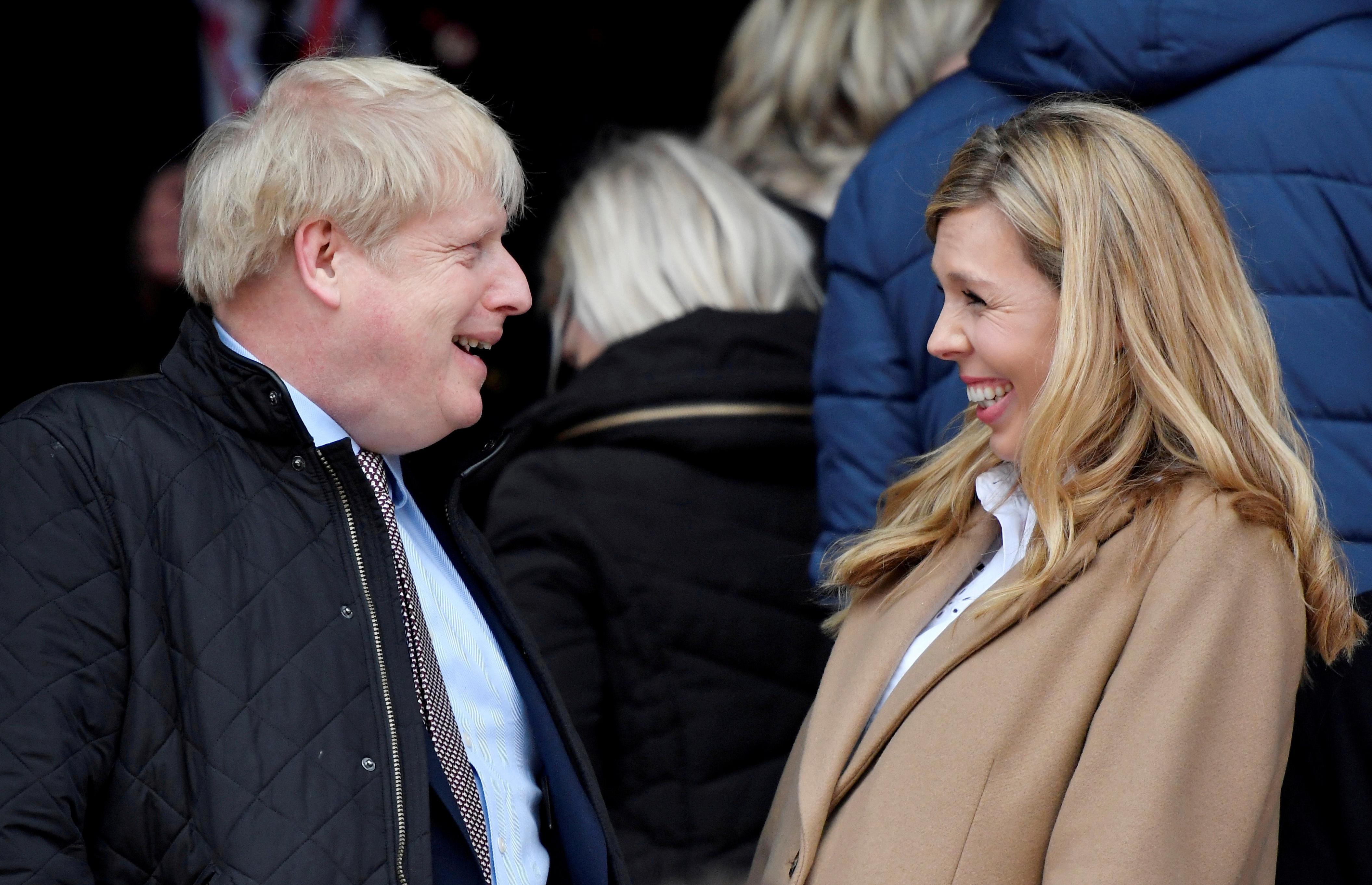 C'est un garçon: le Premier ministre britannique Johnson et sa fiancée ravis de la naissance de leur fils
