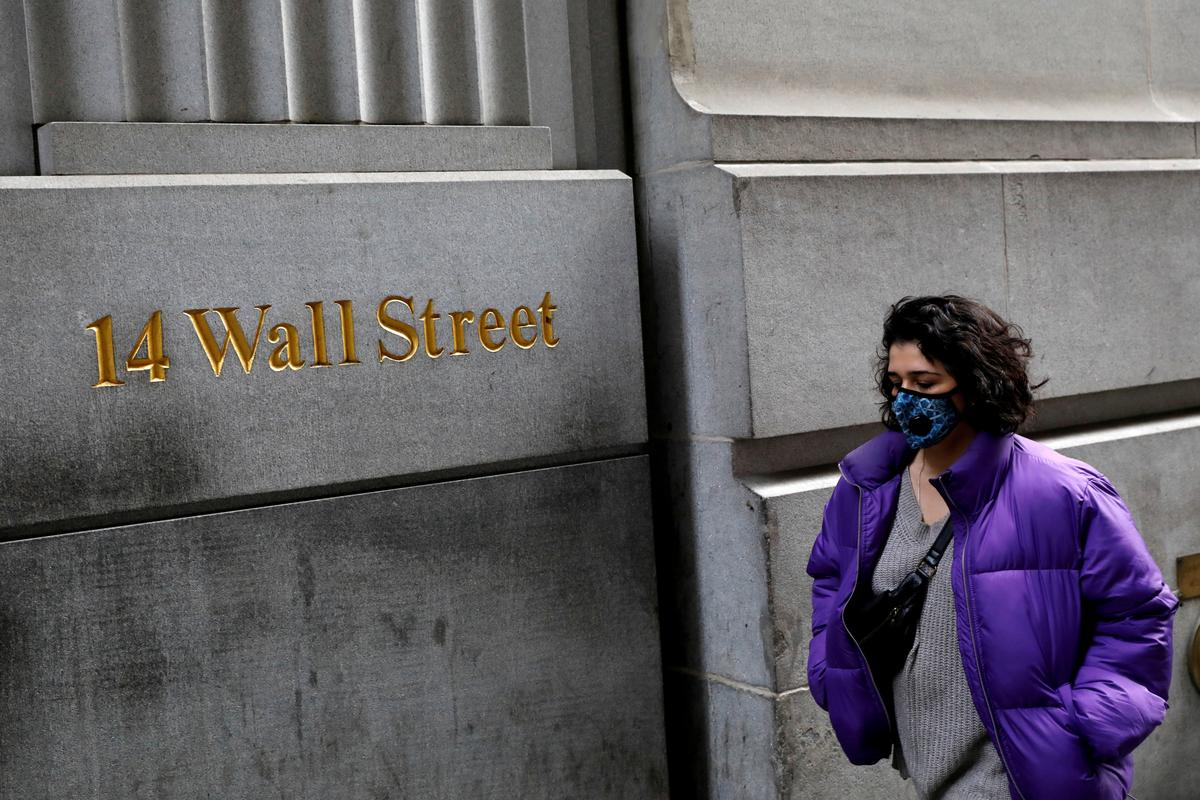 Wall Street uniform to get a new accessory – the face mask