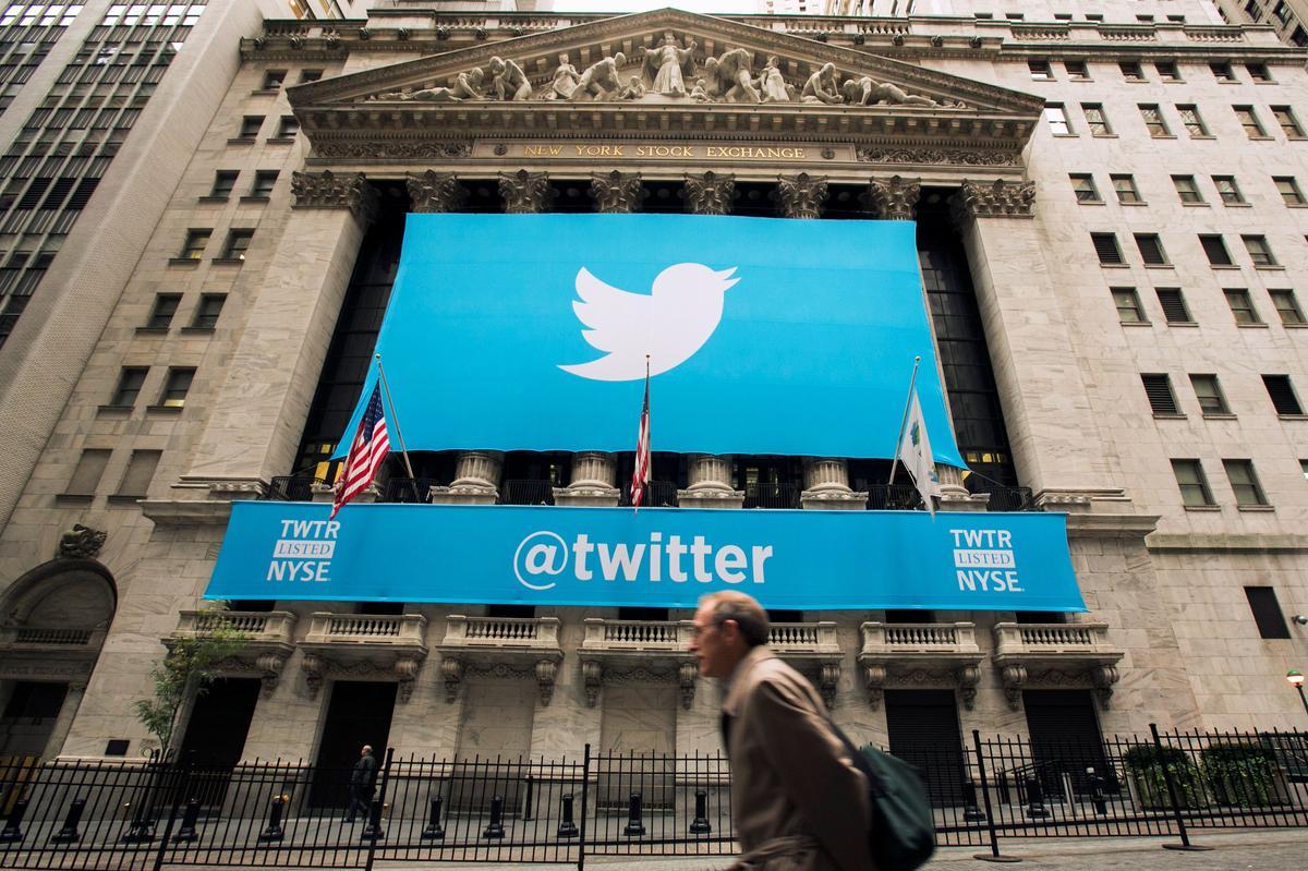 Twitter sales beat estimates but ad trends alarm investors