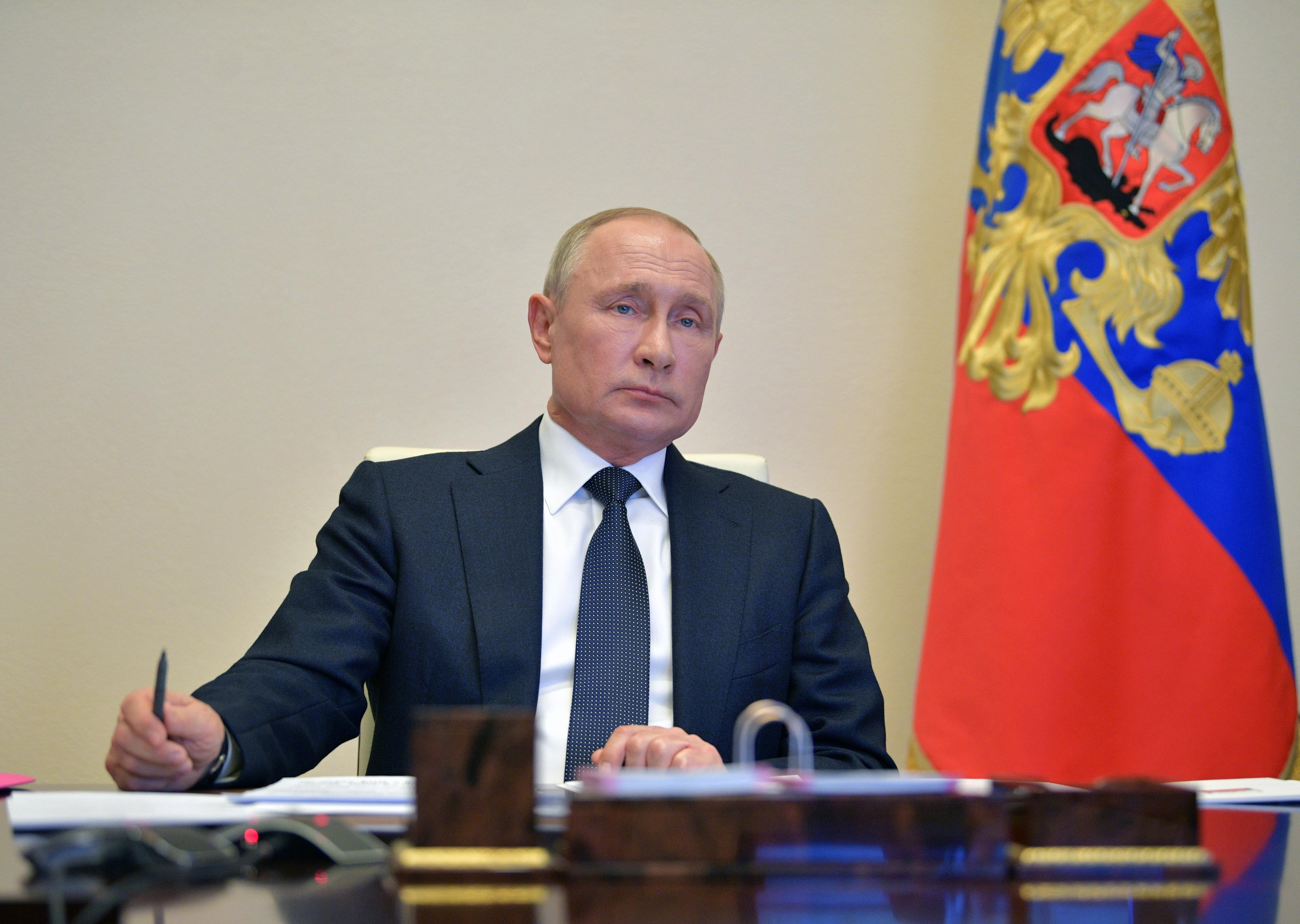 Putin S Rating Dips To Low But Poll Shows Rising Support For Extending Rule Reuters