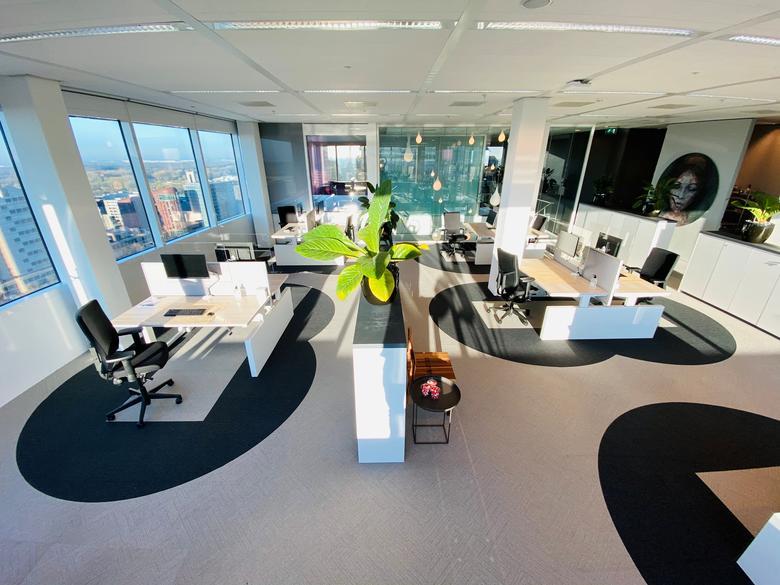 Досвідчений офіс міжнародної компанії з нерухомості Cushman & Wakefield з концепцією дизайну робочого місця, що використовує «правило шести футів» соціального дистанціювання в Амстердамі, 6 травня. Cushman & Wakefield / via REUTERS