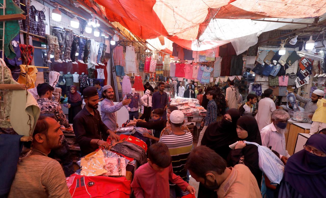 Markets teem as Pakistan's lockdown eases despite infection surge ...