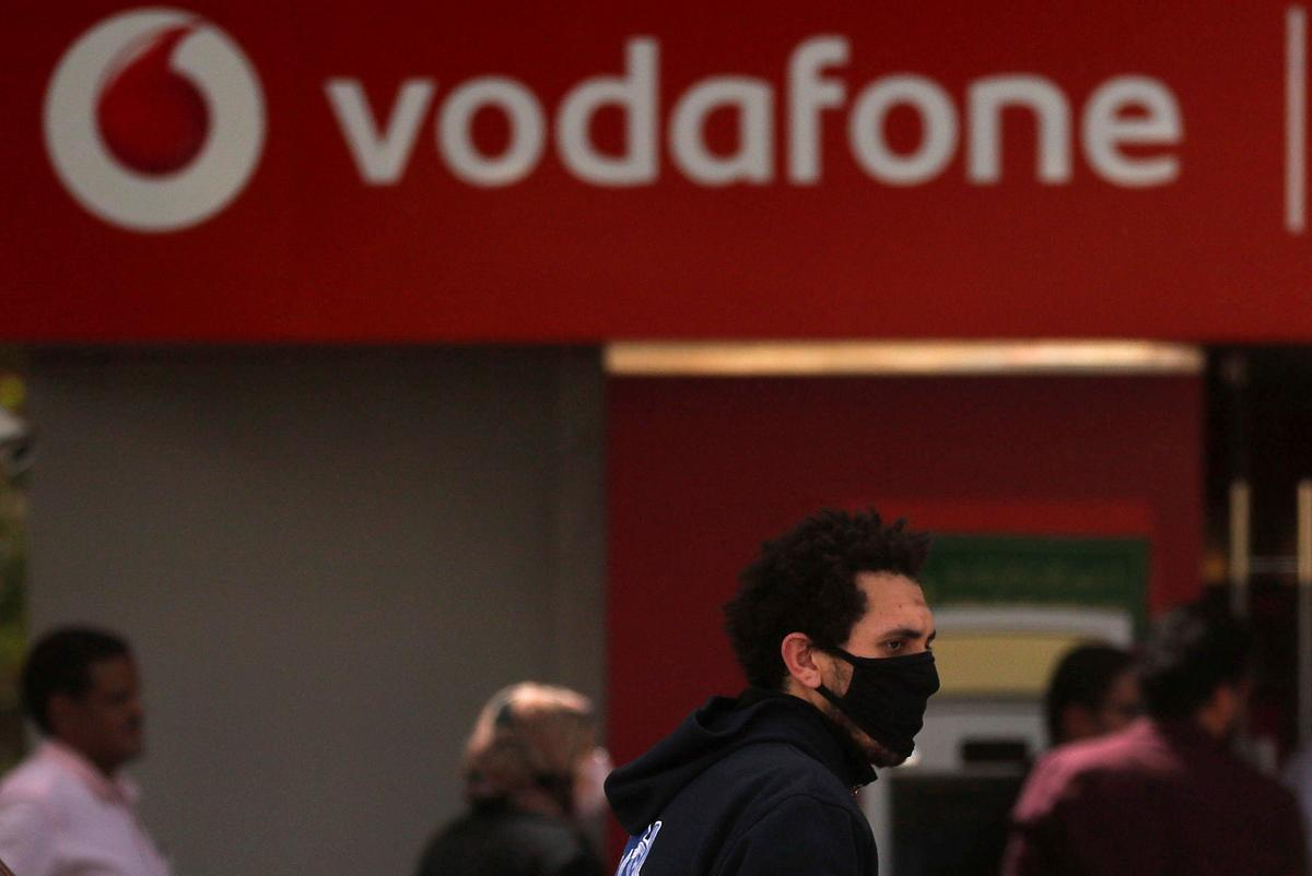 Vodafone keeps dividend as pandemic hits roaming, but boosts data