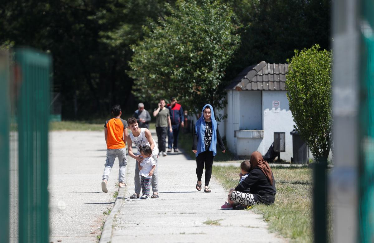 Migrants stuck in Hungary can take walks after 'transit zones' shut