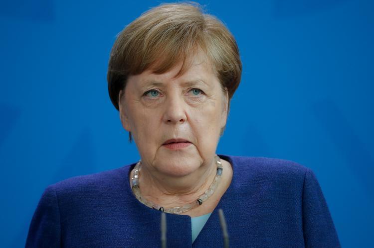 Merkel won't allow EU to deprive Lufthansa of key slots: Handelsblatt