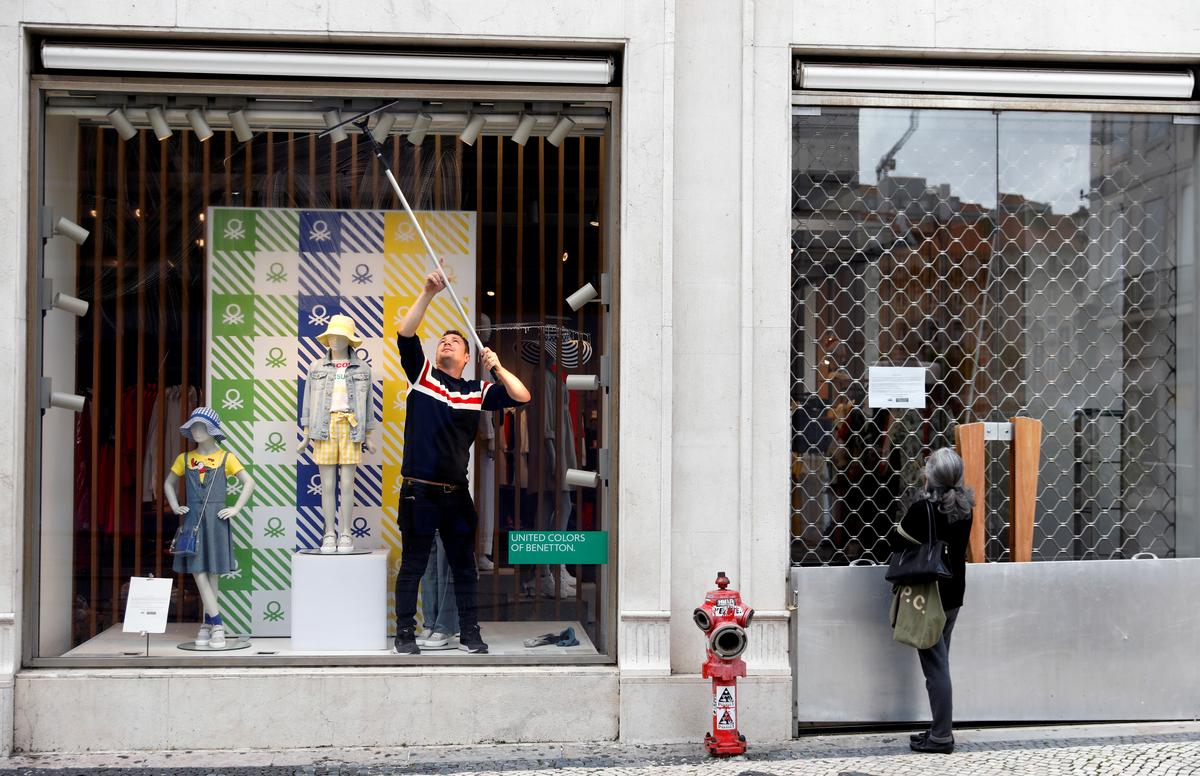 Jobless benefit requests by Portugal's young spike 52% during pandemic