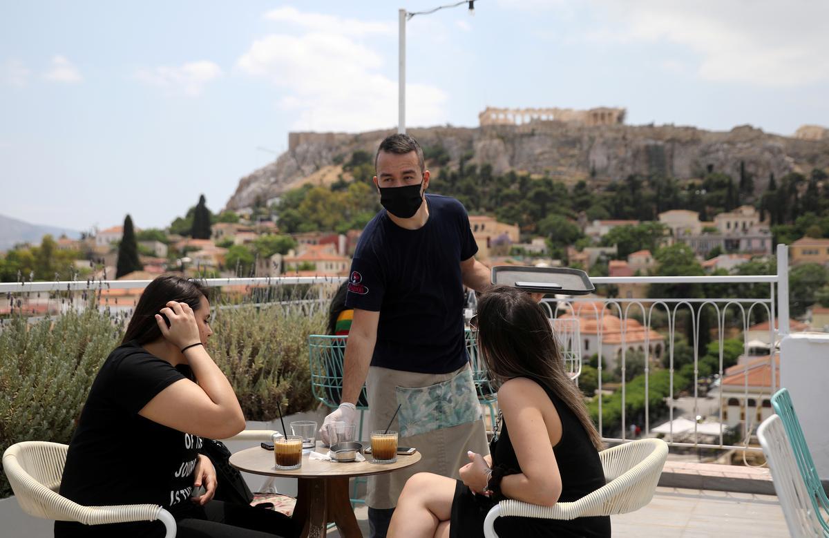 Greece reopens cafes, restaurants as summer season nears