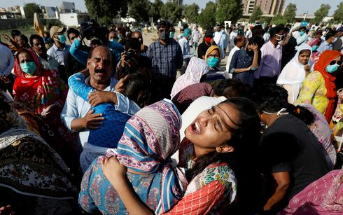 Pakistani PIA plane carrying 99 crashes in Karachi neighborhood