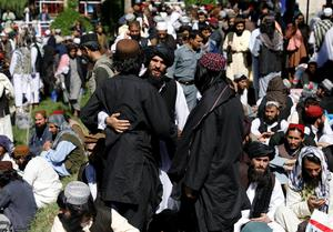 Afghanistan begins freeing 900 Taliban prisoners
