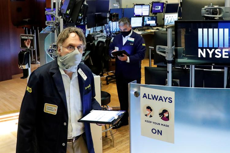 REFILE-US STOCKS-Wall St rises with economic hopes; bank stocks jump