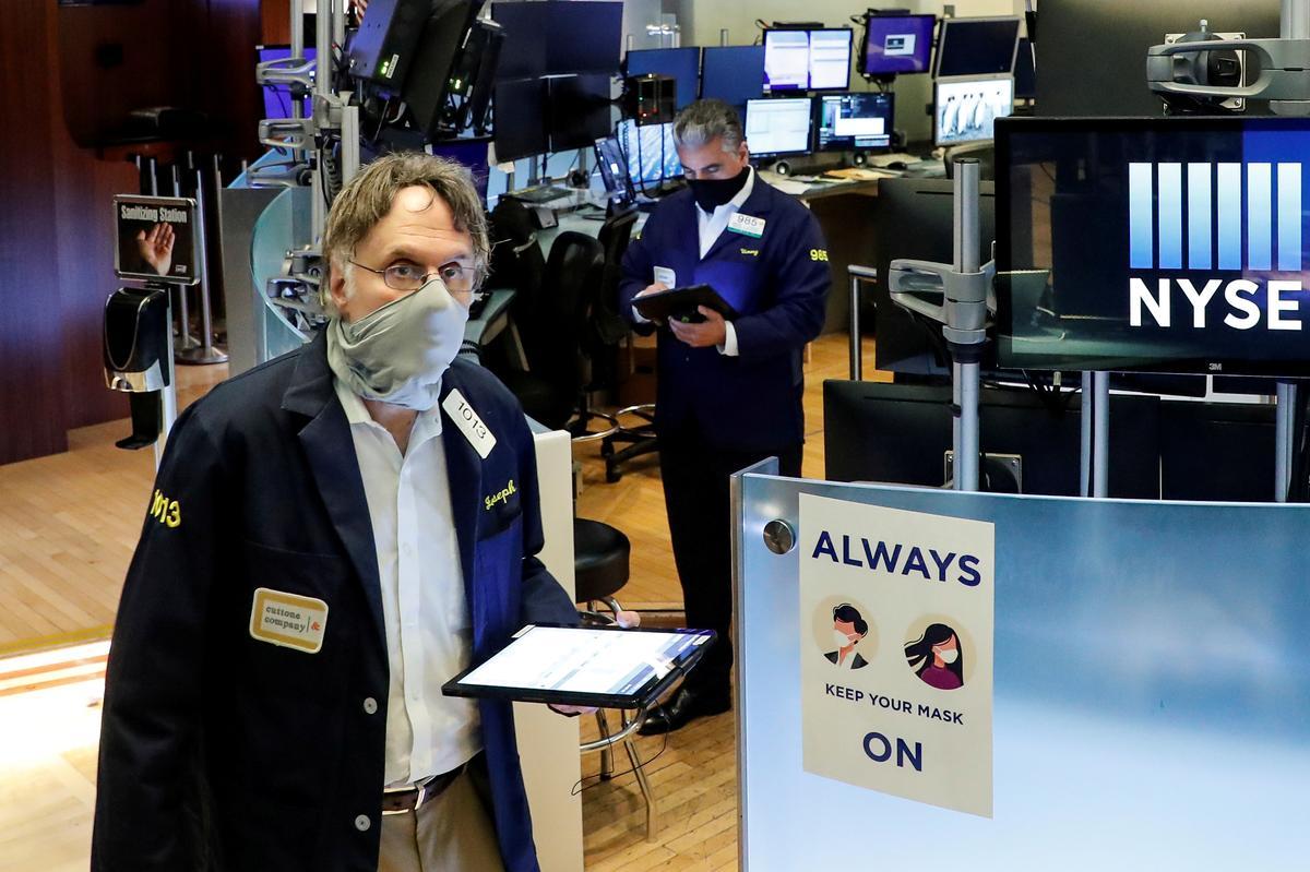 Wall Street rises with economic hopes; bank stocks jump