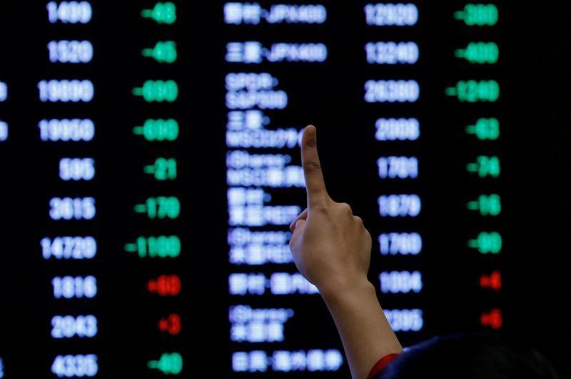 Borsa Tokyo supera media mobile a 200 giorni, forti acquisti su titoli a sconto