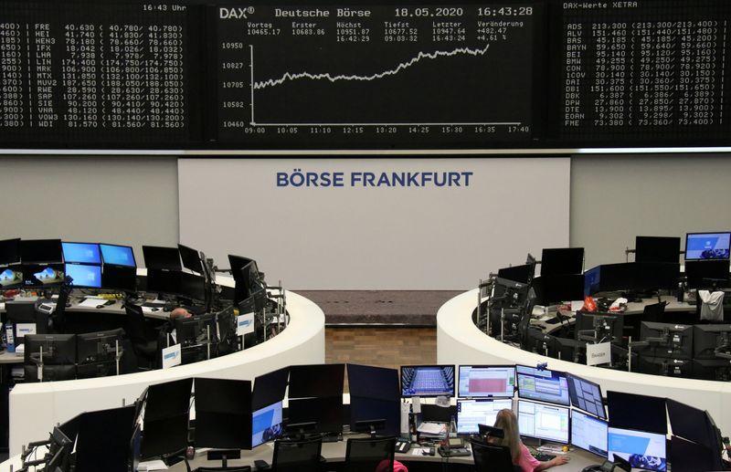 Borse Europa estendono guadagni, brillano titoli viaggi