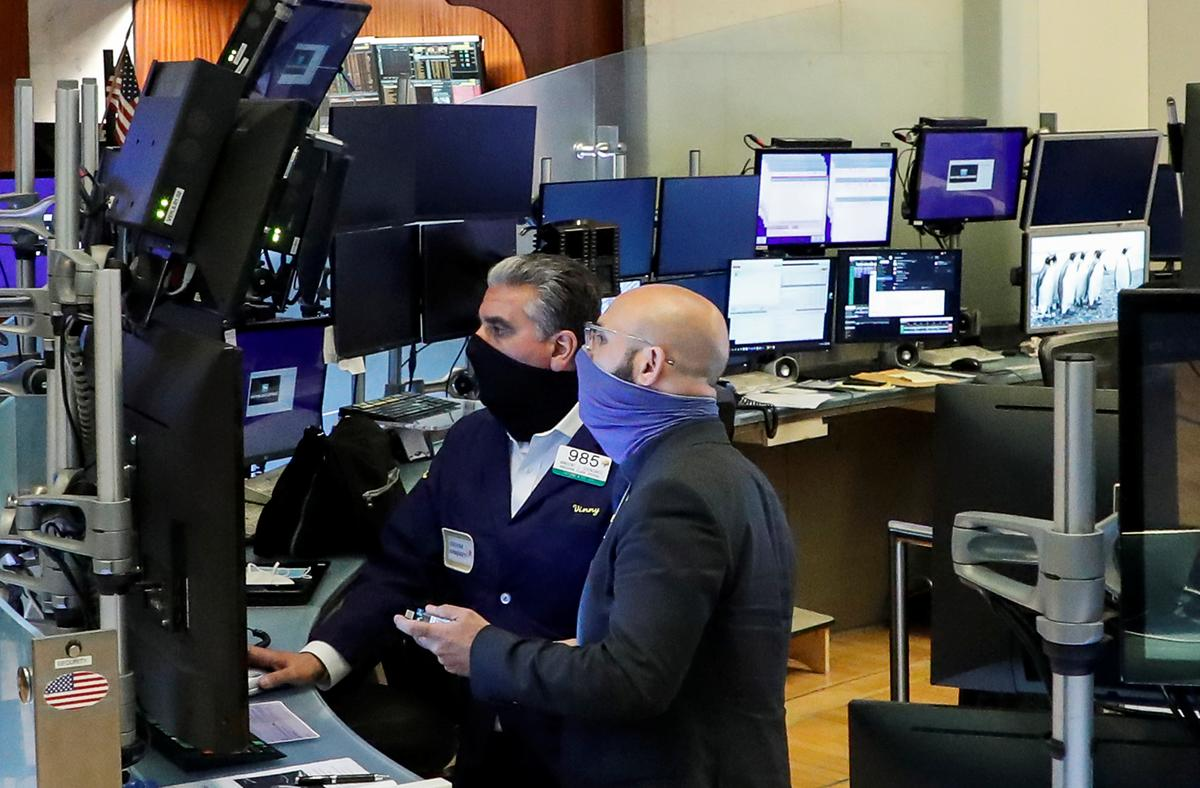 Wall Street ends mostly higher as U.S.-China spat simmers