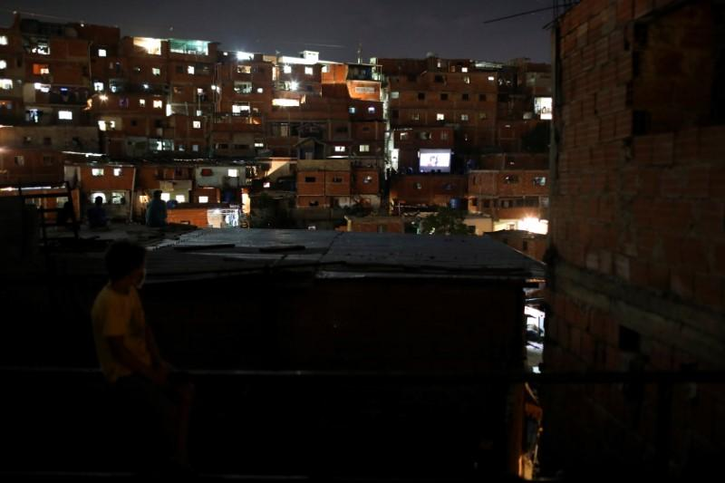 Rooftop movie entertains violent Venezuelan barrio during quarantine 64