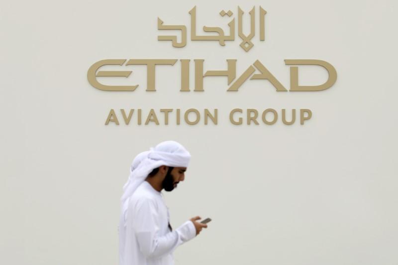 Emirates, Etihad to resume transit flights after UAE lifts suspension