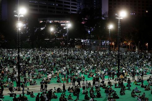 Hong Kongers defy ban and hold Tiananmen candle memorial